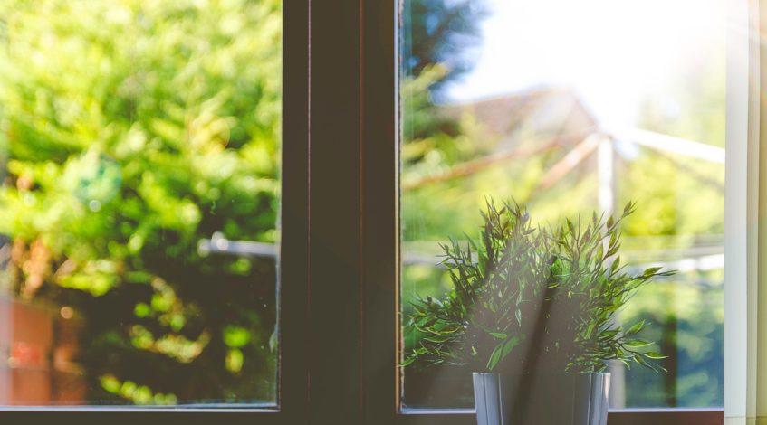 תיקון אטם וסרגל זיגוג בחלונות